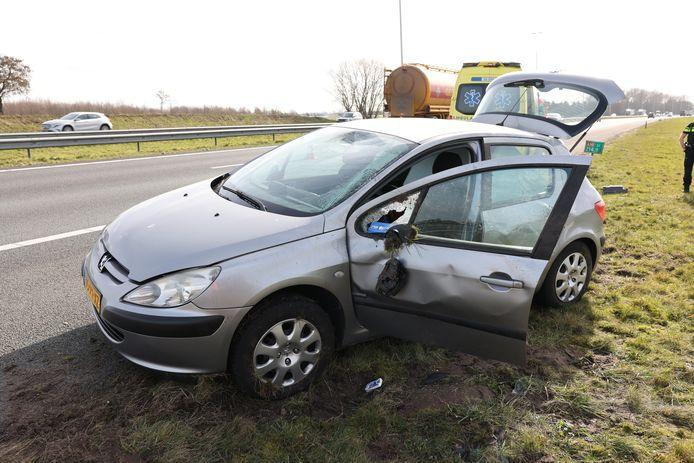 De schade aan de auto is fors.