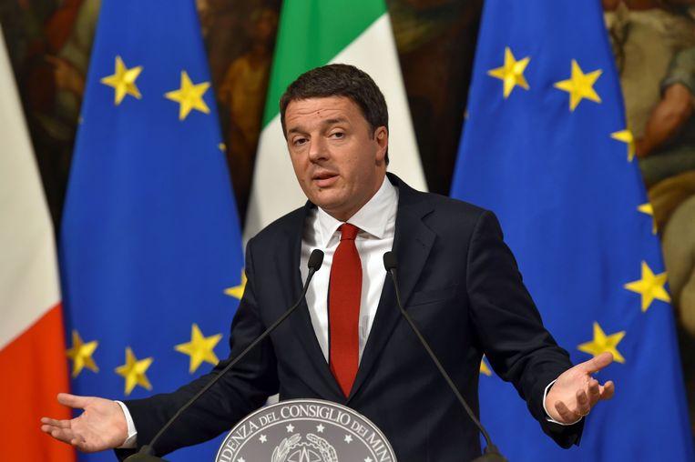 De Italiaanse premier Matteo Renzi heeft van zijn politieke overleven de echte inzet van het referendum van zondag gemaakt. Beeld AFP