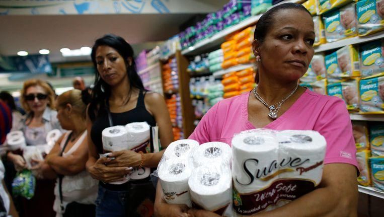 Toiletpapier is in Venezuela een schaars goed. Beeld REUTERS