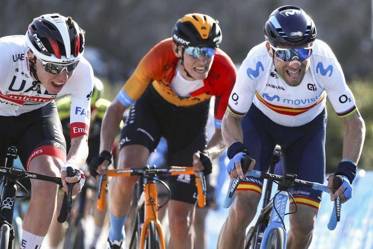 Tadej Pogacar, Dylan Teuns en Alejandro Valverde op de slotklim van de tweede rit van de Ronde van Valencia. Beeld Photo News