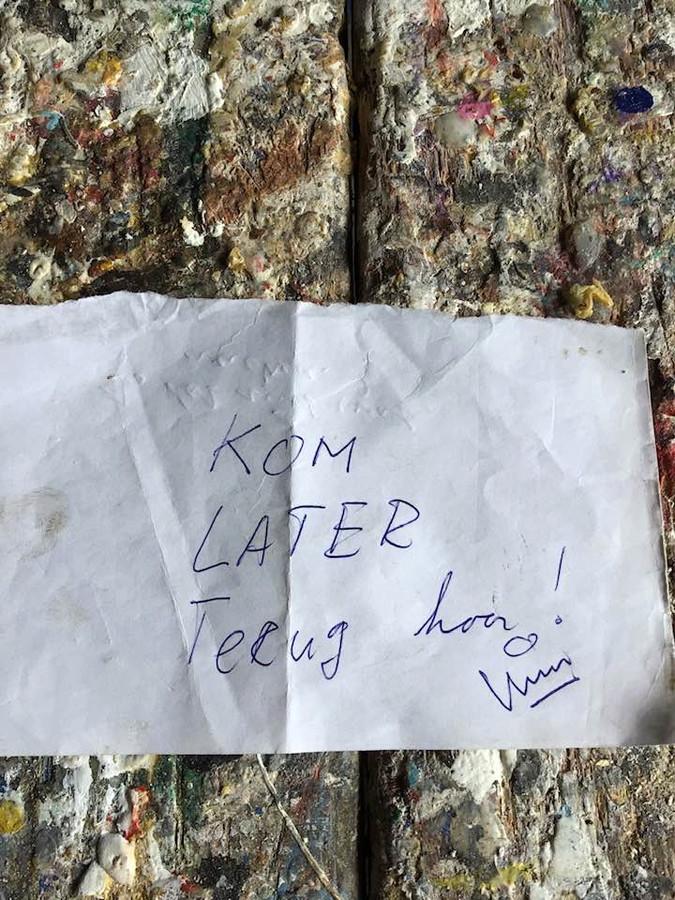 Het briefje van de onbekende hulp.