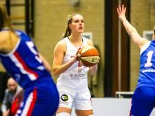 Eerst praten, dan ballen een Bossche en een Tilburgse om de prijzen: 'Vrouwenbasketbal is een vak apart'