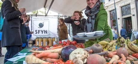 Soep van afgekeurde groenten op de Zwolse Melkmarkt
