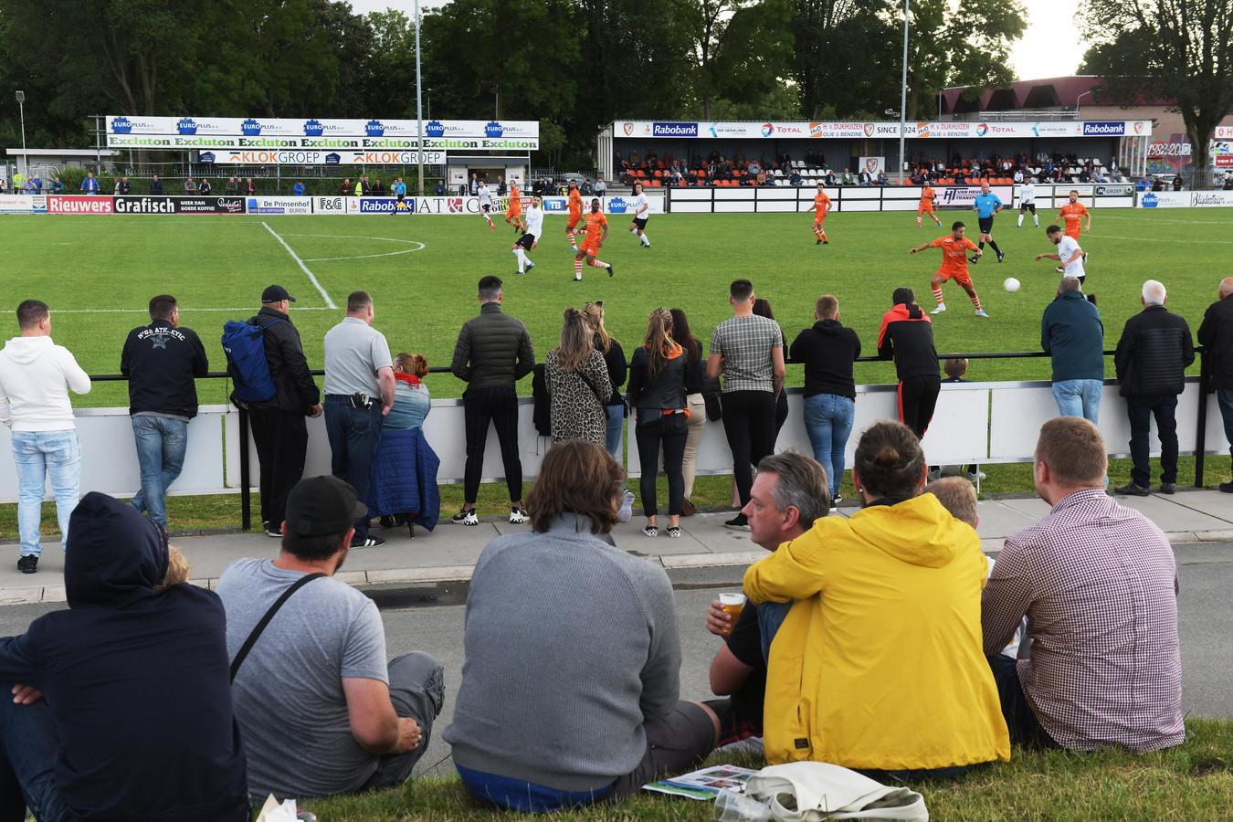 Archieffoto tijdens de eerste oefenwedstrijd van het nieuwe seizoen: TEC-Sparta Nijkerk.