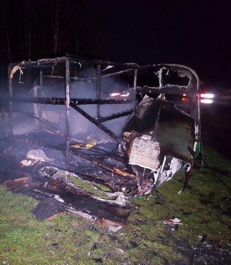 Caravan brandt volledig uit in De Wijk: vermoedelijk brandstichting