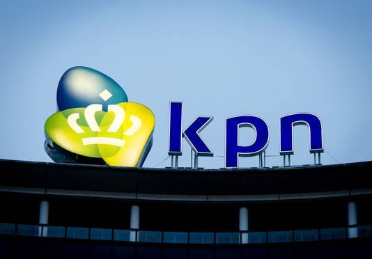 Het logo op het hoofdkantoor van KPN.