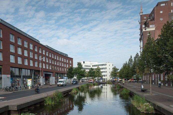 Op dit deel van de Markendaalseweg staat het oude Kadaster-gebouw ingeklemd door nieuwbouw. Ook het Kadaster-gebouw staat op de nominatie gesloopt wordt.