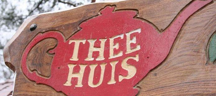 Ten noorden van Lage Vuursche staat al een theehuis, 't Hooge Erf.