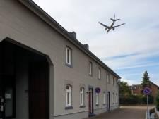 Opnieuw dakpannen van woning gewaaid na vrachtvlucht boven Beek: 'Een godswonder dat niemand gewond is geraakt'