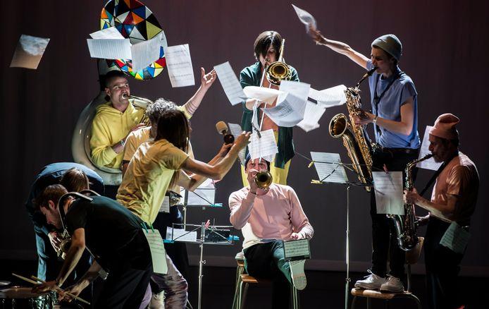Zonzo Compagnie & Hop Frog Fanfare brengen in de kindervoorstelling 'Koper & Vel' een ode aan de fanfare.