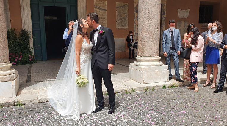 Bruidegom Enrico Scotti en zijn bruid Giorgia Frisina. Beeld Pauline Valkenet