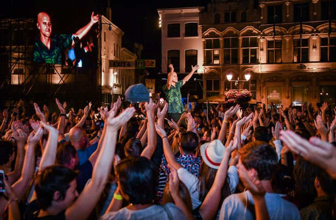 Wanneer er weer gefeest kan worden, zoals hier tijdens Maanrock 2019 met Milow, is nog niet duidelijk. Maar van zodra het weer kan, zal volgens Mechelen Feest snel kunnen worden geschakeld.