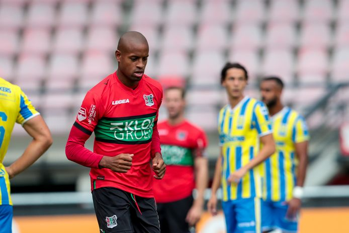 Voor het eerst in het NEC-shirt: Rangelo Janga.