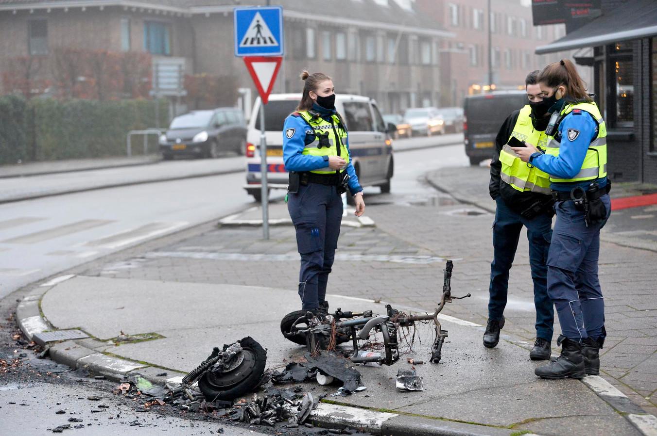 Naast de deelscooter werden flessen met brandbaar spul gevonden.