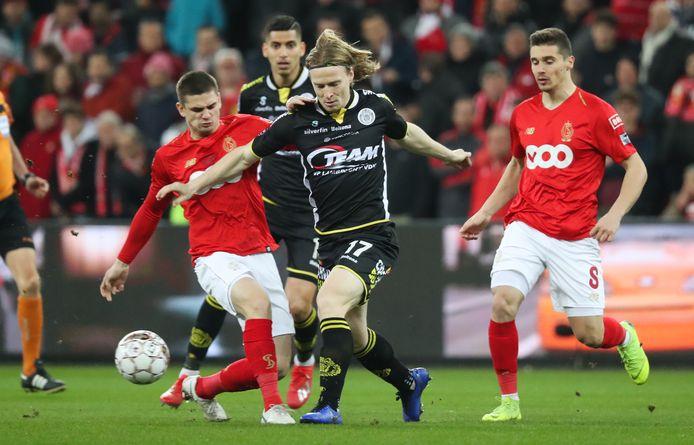Guus Hupperts (17) in actie voor Lokeren.