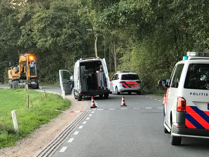 Hulpdiensten op de plaats van het ongeluk in Helvoirt.