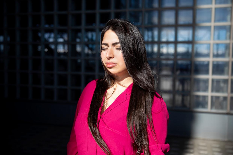 Lale Gül: 'Allerlei imams bellen me super passief-agressief op om me opnieuw te bekeren:'Je wilt toch niet naar de hel gaan?'' Beeld Judith Jockel/laif