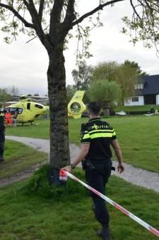 Peuter valt in water in Zwartsluis en wordt in zorgwekkende toestand naar ziekenhuis gebracht