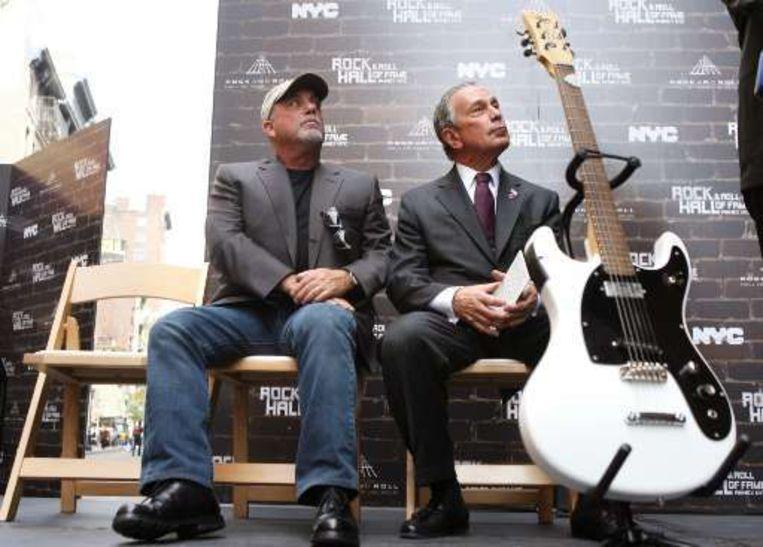 Billy Joel (l) en burgemeester Michael Bloomberg (r) zien het helemaal zitten. Beeld UNKNOWN