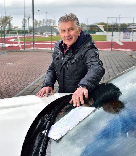 Auto's, ramen en kozijnen bedekt met rode laag na spuiten atletiekbaan Reeuwijk: 'Net schuurpapier'