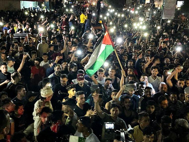 Palestijnen vieren het ingaan van het bestand in het zuiden van de Gazastrook. Beeld REUTERS