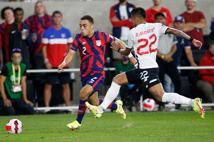Sergiño Dest scoorde op fraaie wijze voor de VS.