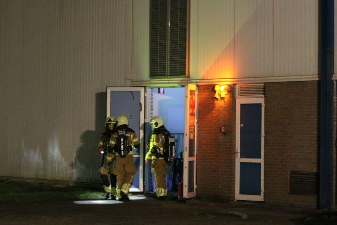 De brandweer neemt poolshoogte bij Culifrost aan de Noordermorssingel in Rijssen.