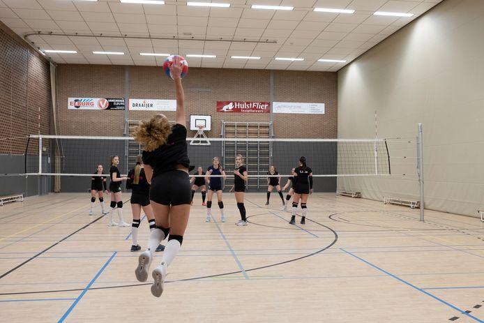 Toekomst van volleybalvereniging EVV uit Elburg is onzeker door gebrek aan ruimte om te trainen in MFC 't Huiken