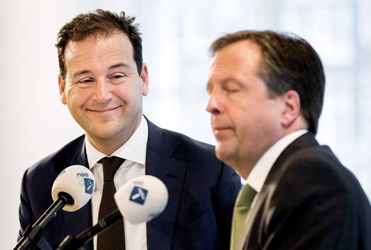 Lijsttrekkers Lodewijk Asscher (PvdA) en Alexander Pechtold (D66)
