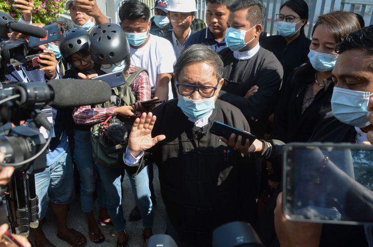 Khin Maung Zaw, advocate van Aung San Suu Kyi, trekt aan de alarmbel. Maandag begint haar proces, maar de raadsman heeft haar nog niet eens kunnen spreken. Beeld AFP