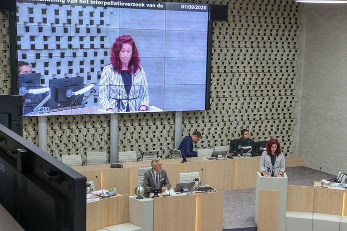 Eindhoven - Renate Richters tijdens een eerder debat in de gemeenteraad van Eindhoven