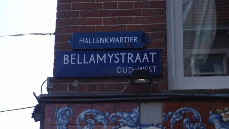 Op Marktplaats worden de bordjes Hallenkwartier aangeboden Beeld Marktplaats