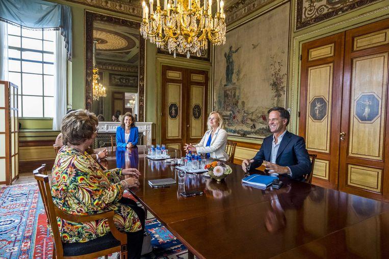 D66 en VVD op gesprek bij informateur Mariëtte Hamer. Een meerderheidscoalitie met de PvdA/GL en CU lijkt uitgesloten. Beeld ANP