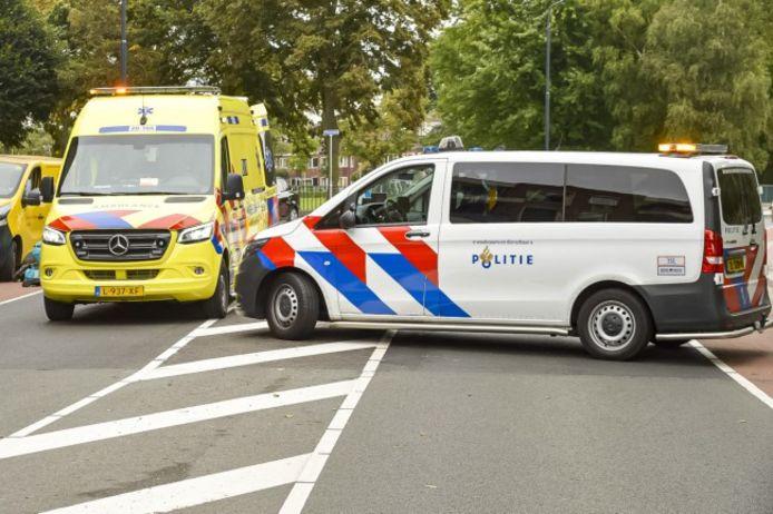Een voetgangster is maandagmiddag rond 12.00 uur gebotst met een stadsbus in Breda.