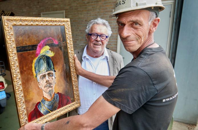Schilder Willie Manders (achter), zijn inzending voor de Rembrandtwedstrijd en model Bas Hopman (rechts).