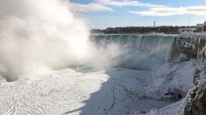 Deels bevroren Niagarawatervallen leveren prachtige plaatjes op