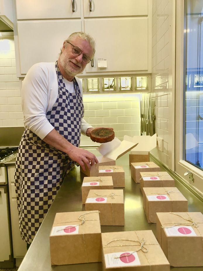 """Filip Peeters bakt tegenwoordig dag in dag uit tarte tatins. """"Ik heb ooit nog in 'De Gulden Bock' in Antwerpen gewerkt. Daar specialiseerde ik mij in patisserie en leerde de Franse oerklassieker tarte tatins maken."""