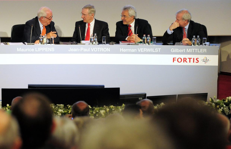 Een oude foto van de Fortis-bestuurders uit 2008. De 'vergeten' Fortis-zaak tegen Maurice Lippens, Jean-Paul Votron en Gilbert Mittler komt vandaag voor in Arnhem.  Beeld BELGA