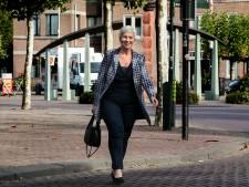 Burgemeester Blok geeft 15 gezinnen in Someren een presentje