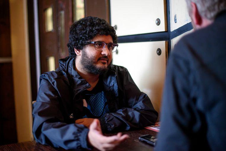 Sohail Ahmed tegenover journalist Jan Stevens: