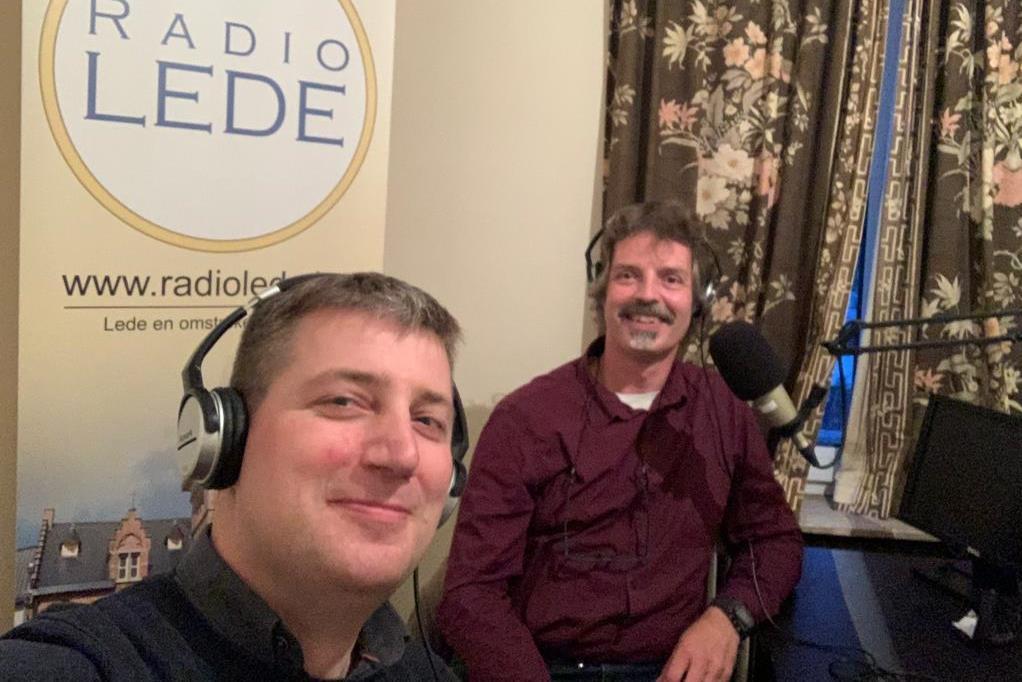 Vlnr. Jan Lievens links en Jan Huib Nas presenteren voortaan op Radio Lede het programma 'Te Boek'.
