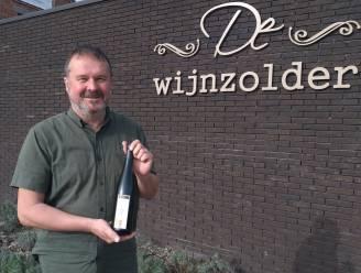 """Rieslingwijn uit De Mol wordt hype, De Wijnzolder ziet flessen massaal de deur uitvliegen: """"Plots krijg ik bestellingen van over heel Vlaanderen"""""""