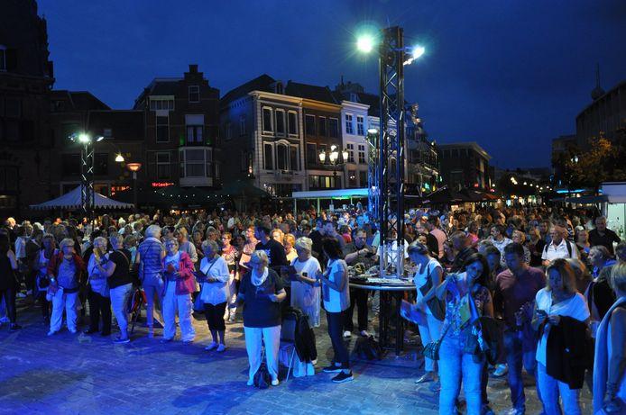 'Nijmegen Zingt' op de Grote Markt in Nijmegen.