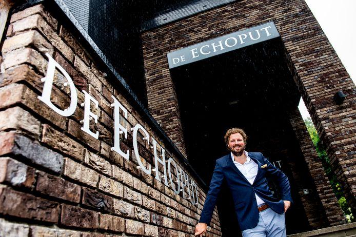 Karel Klosse , eigenaar van Hotel Restaurant de Echoput in Hoog Soeren, werkt met Engelstalig personeel.
