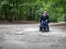 Lezersbrieven | Ergens achter een struikje wildplassen | Verzekering betaalt niet voor gezonde borstprothese