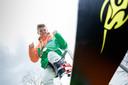 Op zijn 11e had Youri Zorge uit Woensdrecht al diverse NK's gewonnen. Nu is hij bijna 16 jaar en heeft zich gekwalificeerd voor het jeugd-WK snowboarden in Rusland.