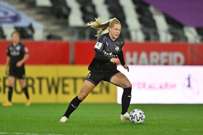 Jill Baijings in het shirt van haar Duitse club SGS Essen.