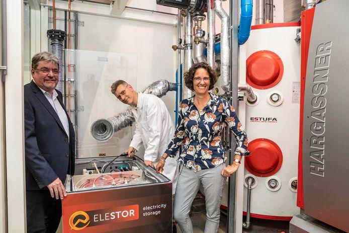 CEO Guido Dalessi bij de waterstofbromide flowbatterij van Elestor. Het bedrijf won vrijdag de publieksprijs van de KVK Innovatie Top 100.