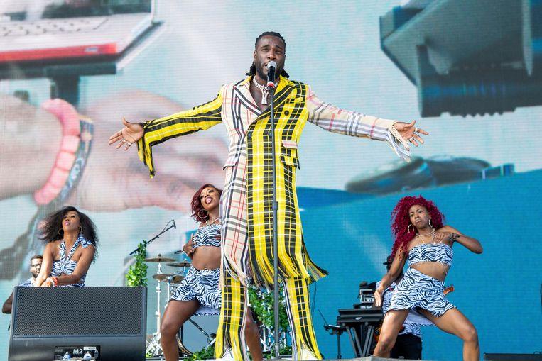Burna Boy treedt op tijdens het beroemde Coachella-festival in Californië. Hij is de vaandeldrager van de afropop. Beeld Amy Harris/Invision/AP