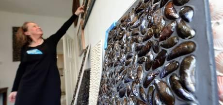 Van Zeeuwse schelpen en mossels kun je tegels maken: Elly doet het